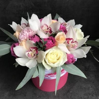 Шляпная коробка с орхидеей