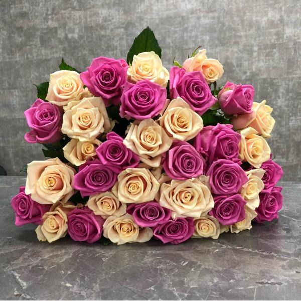 35 нежно розовых роз