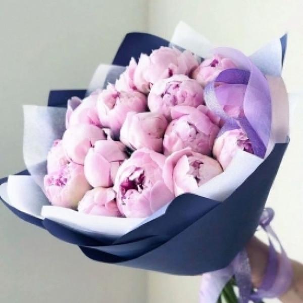 19 розовых пионов