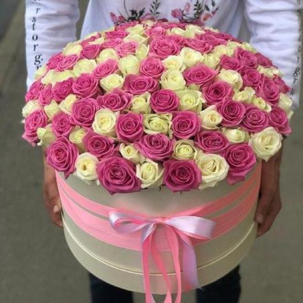 Композиция из 101 бело-розовой розы
