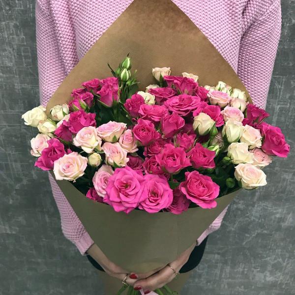11 розовых кустовых роз ассорти
