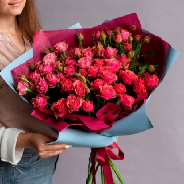 11  коралловых кустовых роз