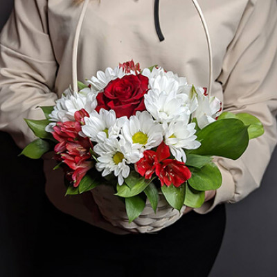 Корзина с хризантемой и альсромерией