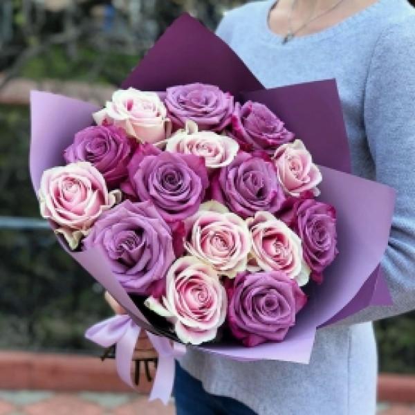 15 розово-сиреневых роз