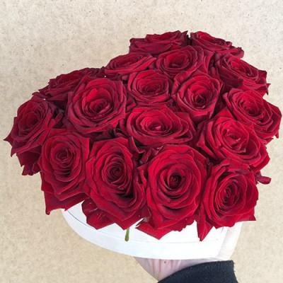 17 роз в коробке-сердце