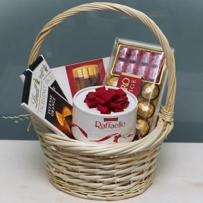 Шоколадный набор в корзине
