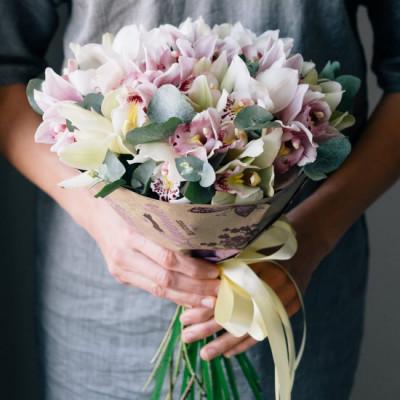 Букет из 21 орхидеи