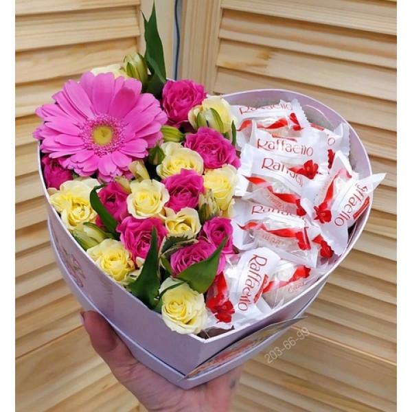 Композиция с розой, герберой и конфетами