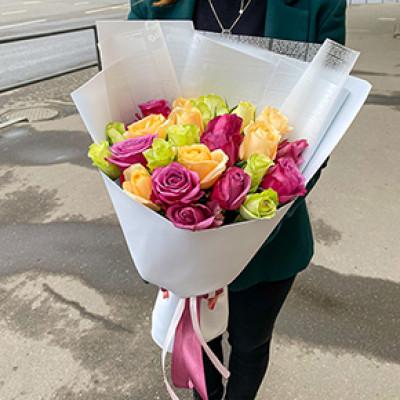 25 желто-сиреневых роз