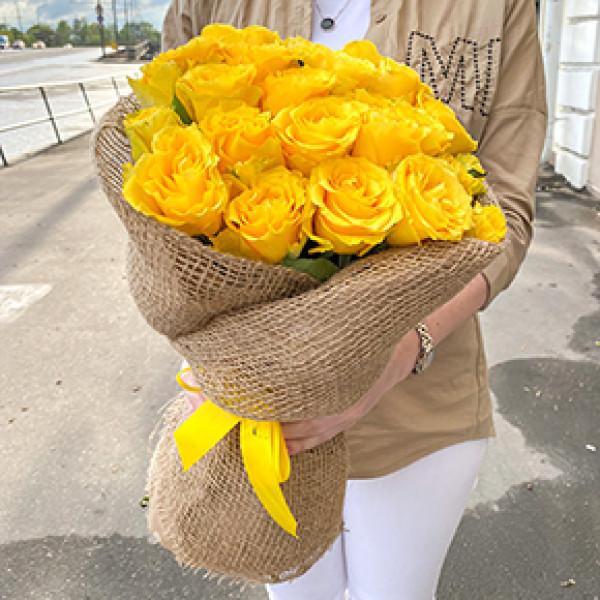 25 желтых роз в упаковке