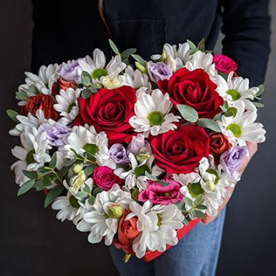 Композиция -Сердце с розой и хризантемой