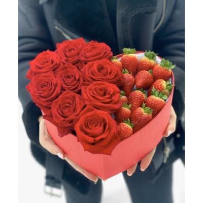 Композиция из 9 роз и клубники