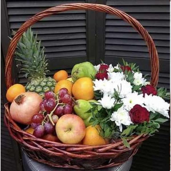 Корзина с фруктами и цветами 2