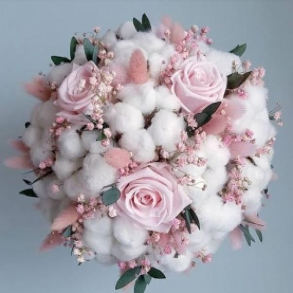 Композиция с розой и сухоцветами