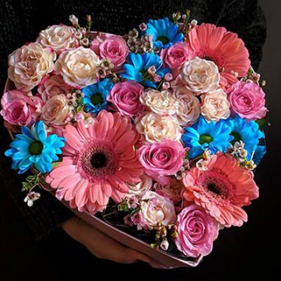 Композиция из роз, гербер и хризантем
