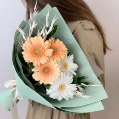 5 гербер с сухоцветами