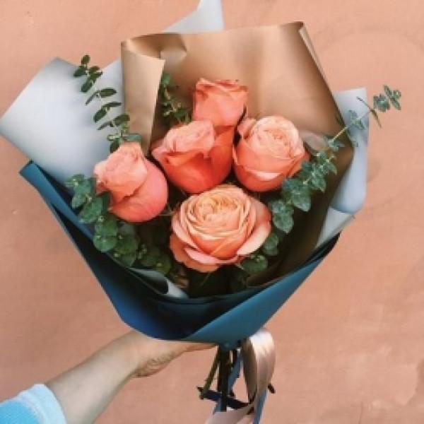 Букет из 5 коралловых роз
