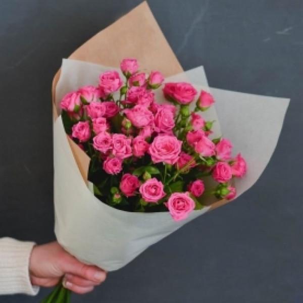 Букет из 5 ярко-розовых кустовых роз