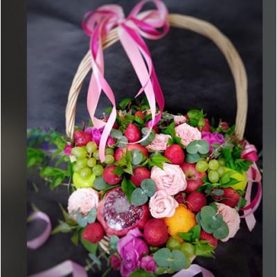 Корзина с фруктами и цветами 1