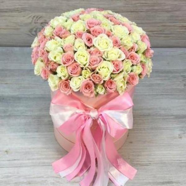 Композиция из 51 кустовой розы