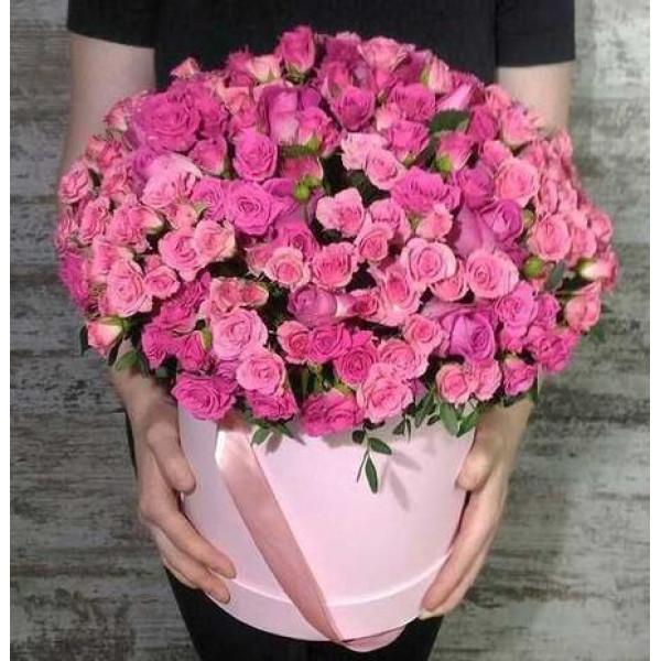 Композиция из 51 розовой кустовой розы