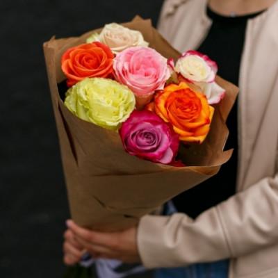 7 роз ассорти