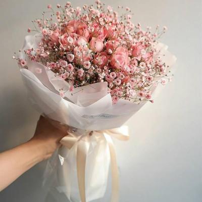 Букет из кустовой розы и гипсофилы