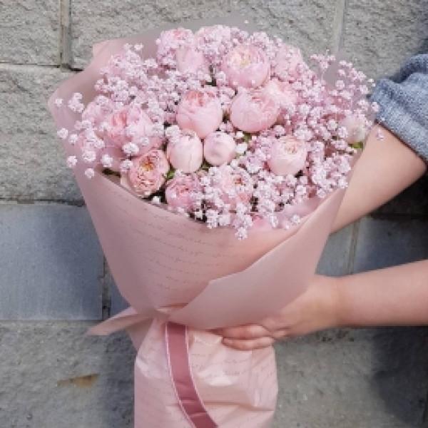 Букет из кустовой розы и гипсофилы 2