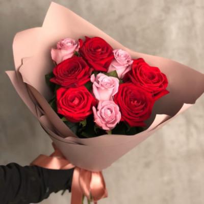 9 красно-розовых роз