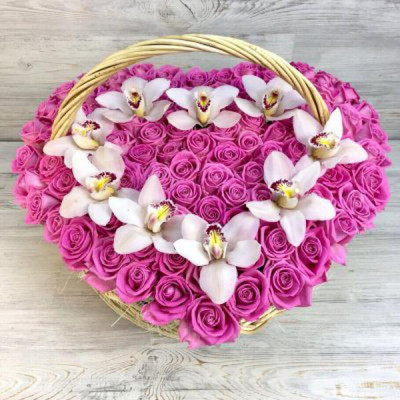 Корзина из орхидей и роз Сердце