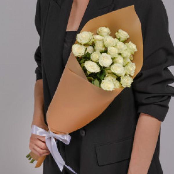 Букет из 5 белых кустовых роз