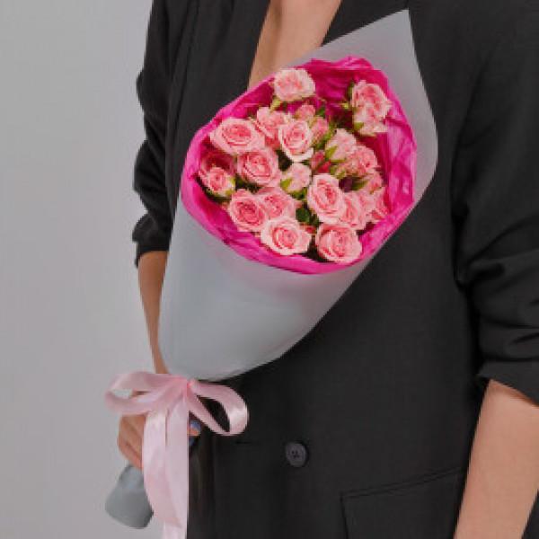Букет из 5 розовых кустовых роз