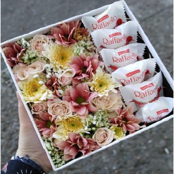 Цветы Рафаэлло в коробке