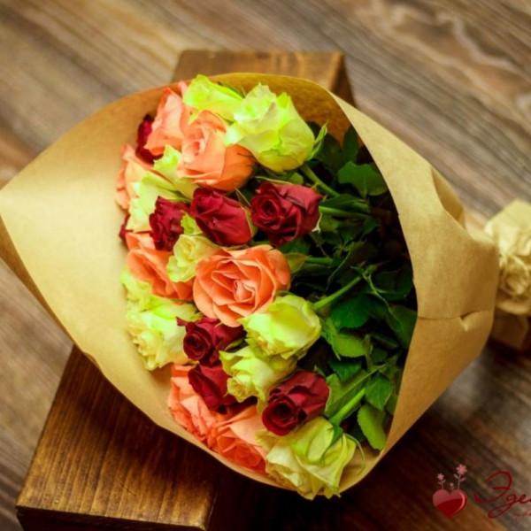15 роз ассорти в теплой гамме
