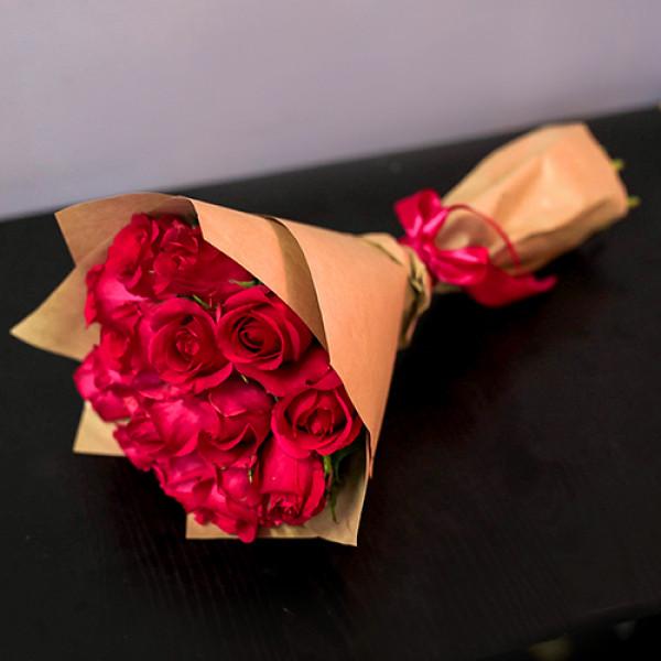 15 Малиновых роз в упаковке