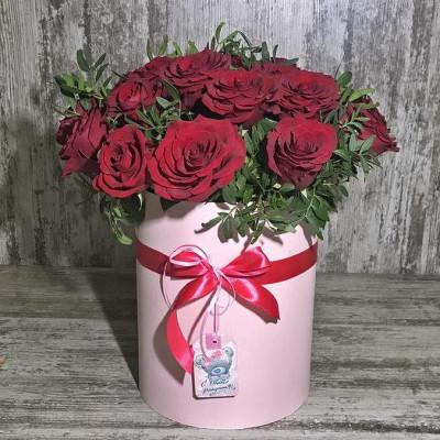 15 красных роз в шляпной коробке