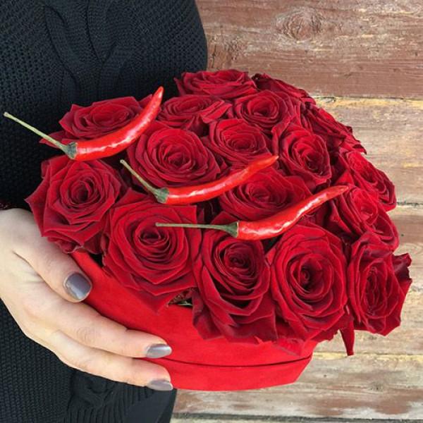Композиция с Перчиком и розами в сердце