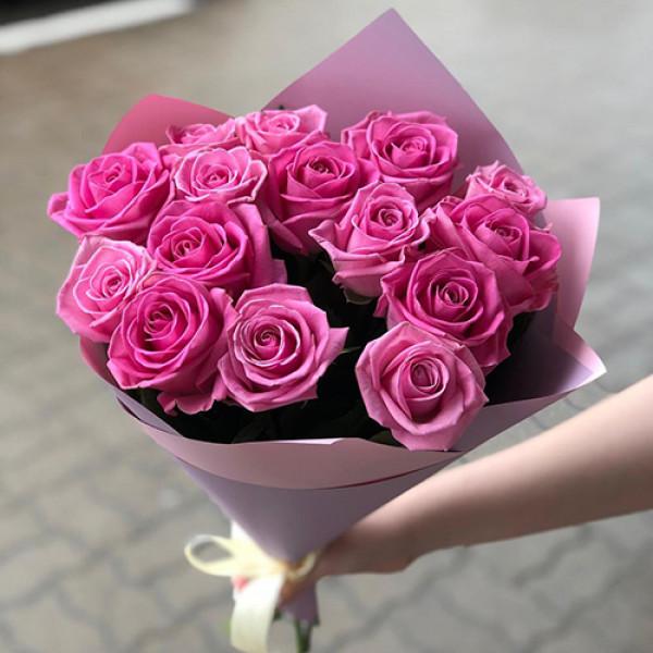 19 розовых роз в упаковке