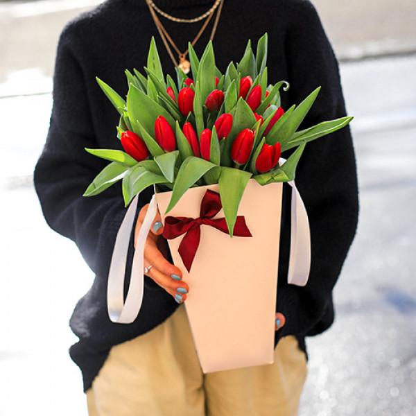 25 Красных тюльпанов в конусе