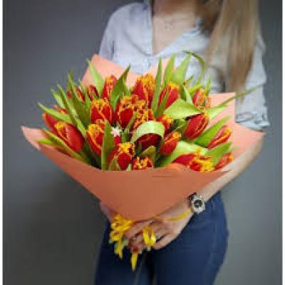 25 оранжевых тюльпанов в упаковке