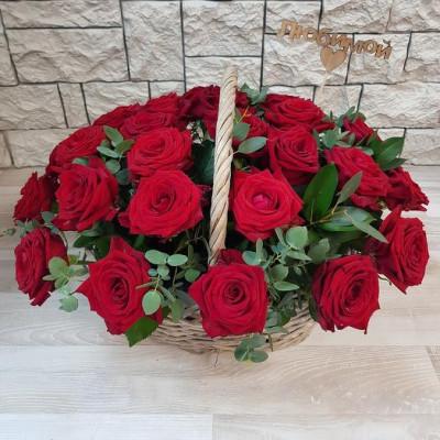 29 Красных роз в корзине