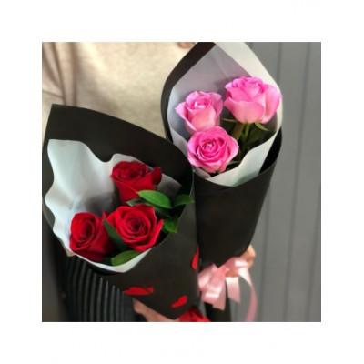 3 розы в упаковке