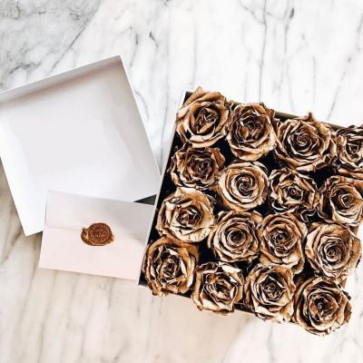 31 золотых роз в коробке