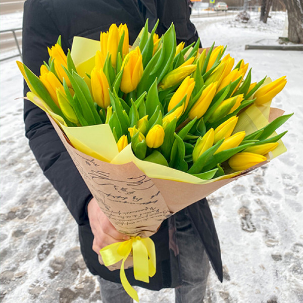 49 желтых тюльпанов