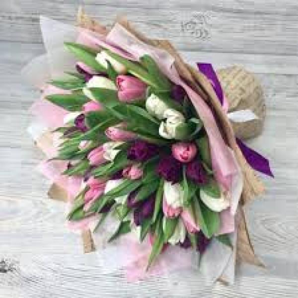 51  тюльпан в розовой гамме в упаковке
