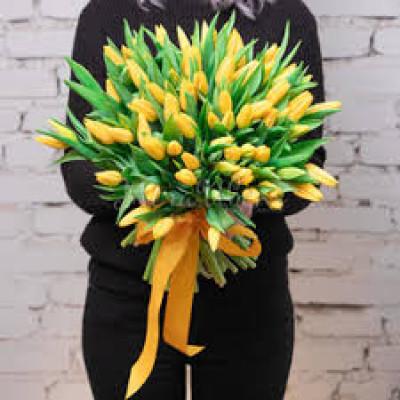 75 желтых тюльпанов