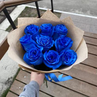 9 синих роз в упаковке