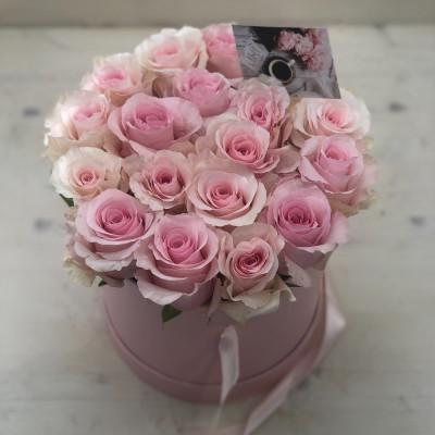 19 розовых роз в шляпной коробке
