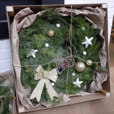 Новогодний венок 2 в подарочной деревянной упаковке