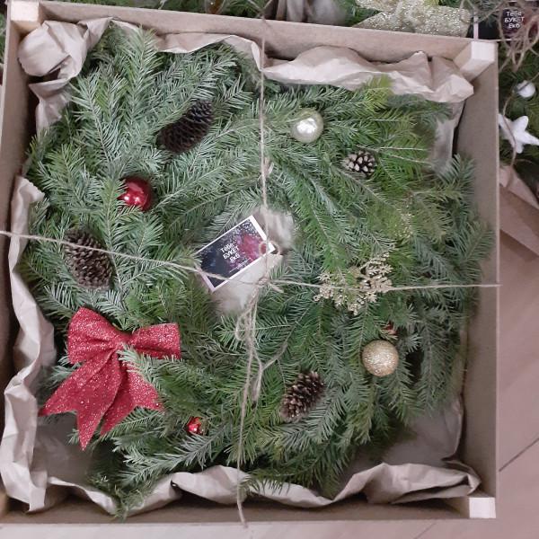 Новогодний венок в подарочной деревянной упаковке